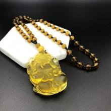 AK013-06 Амулет с чётками Пи Щу, стекло, цвет жёлтый