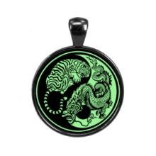 ALE515 Светящийся амулет Тигр и дракон Инь-Ян