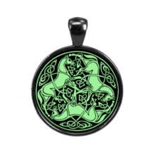 ALE532 Светящийся амулет Кельтские лошади