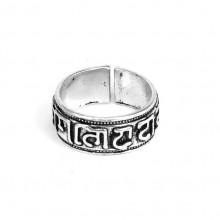 KL038 Кольцо Кольцо с мантрами безразмерное, цвет серебр.