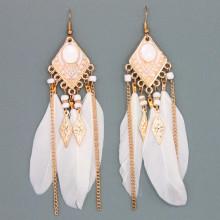 SE037-3 Серьги Ромб с перьями, цвет белый