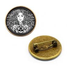 ZNA031 Значок Молодая ведьма, d.27мм, цвет бронз.